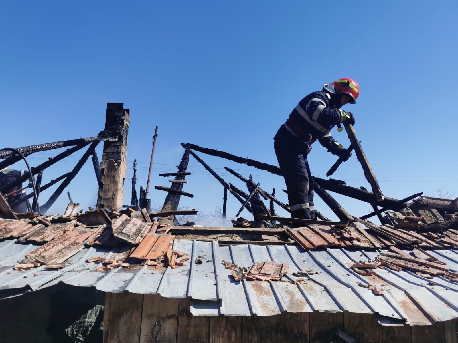 Incendiu izbucnit într-o gospodărie din satul Mândrești