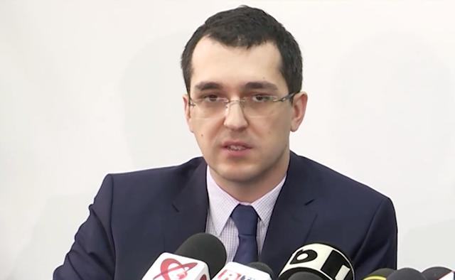 Ministrul Sănătății, Vlad Voiculescu, demis de premier. Președintele a semnat decretul