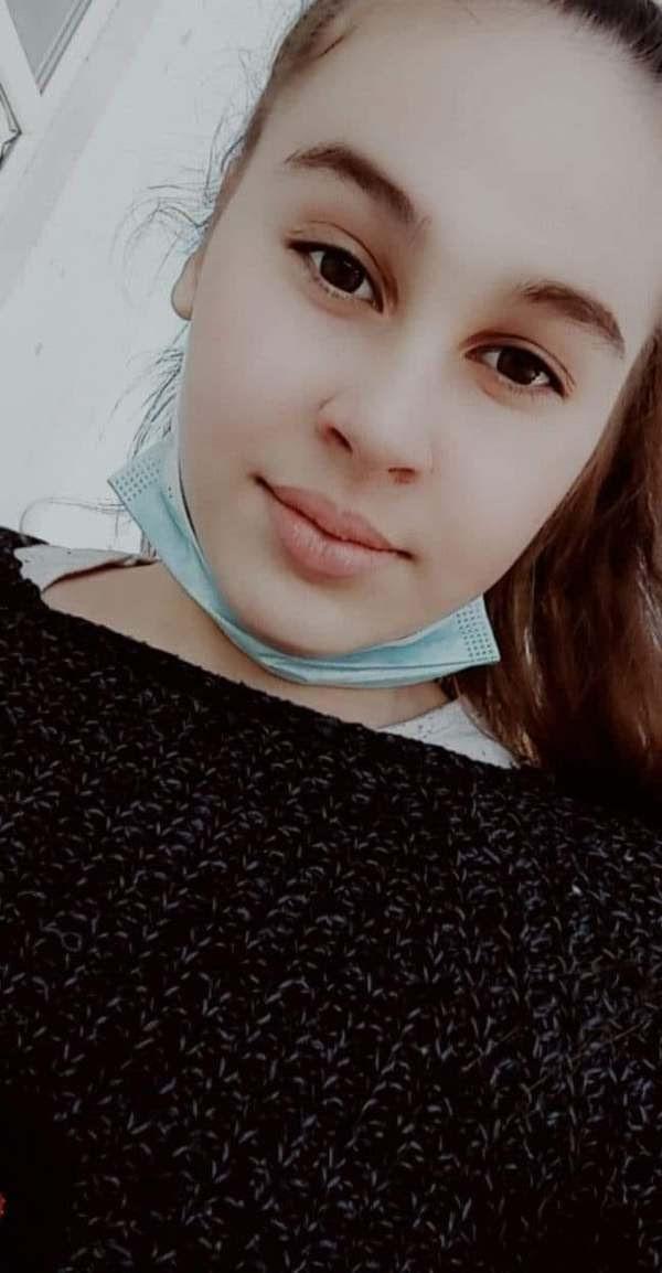 Să o ajutăm pe Cosmina! Un SMS de 2 euro îi va schimba viața!