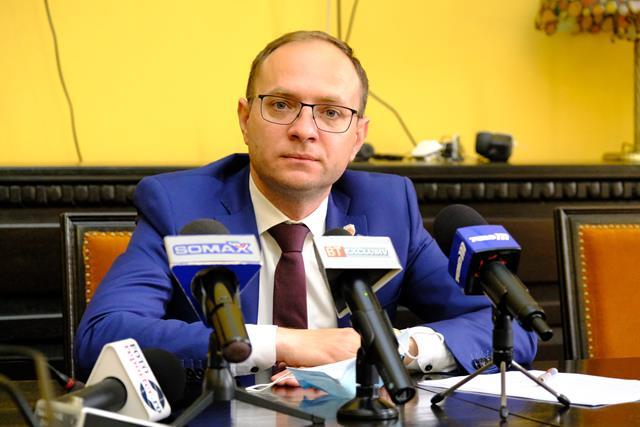 """VIDEO/  COSMIN ANDREI, primarul municipiului Botoșani: """"Nu înțeleg de ce constructorul afirmă sus și tare că investiția este finalizată"""""""
