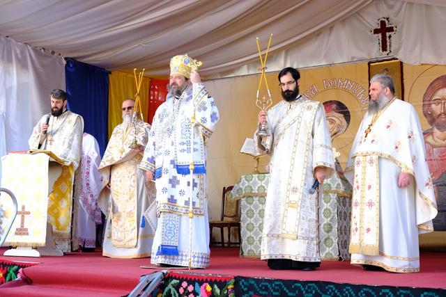 """VIDEO/FOTO   Biserica """"Sfântul Dimitrie Izvorâtorul de Mir"""" a fost resfințită, astăzi, a doua duminică după Paști"""