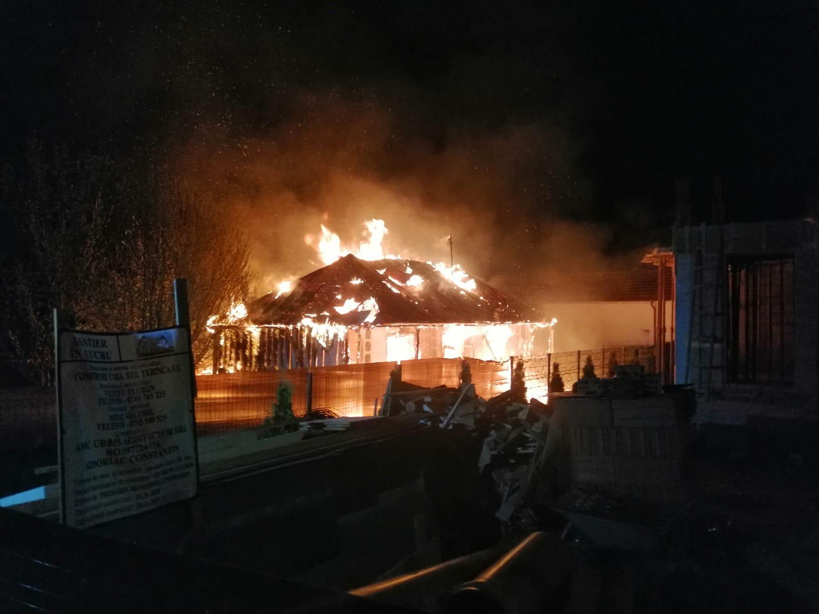DOROHOI: Casă distrusă în totalitate în urma unui incendiu