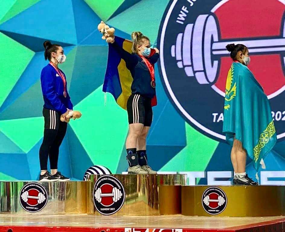 FOTO/  Botoșăneanca RALUCA OLARU a devenit triplă campioană mondială la haltere