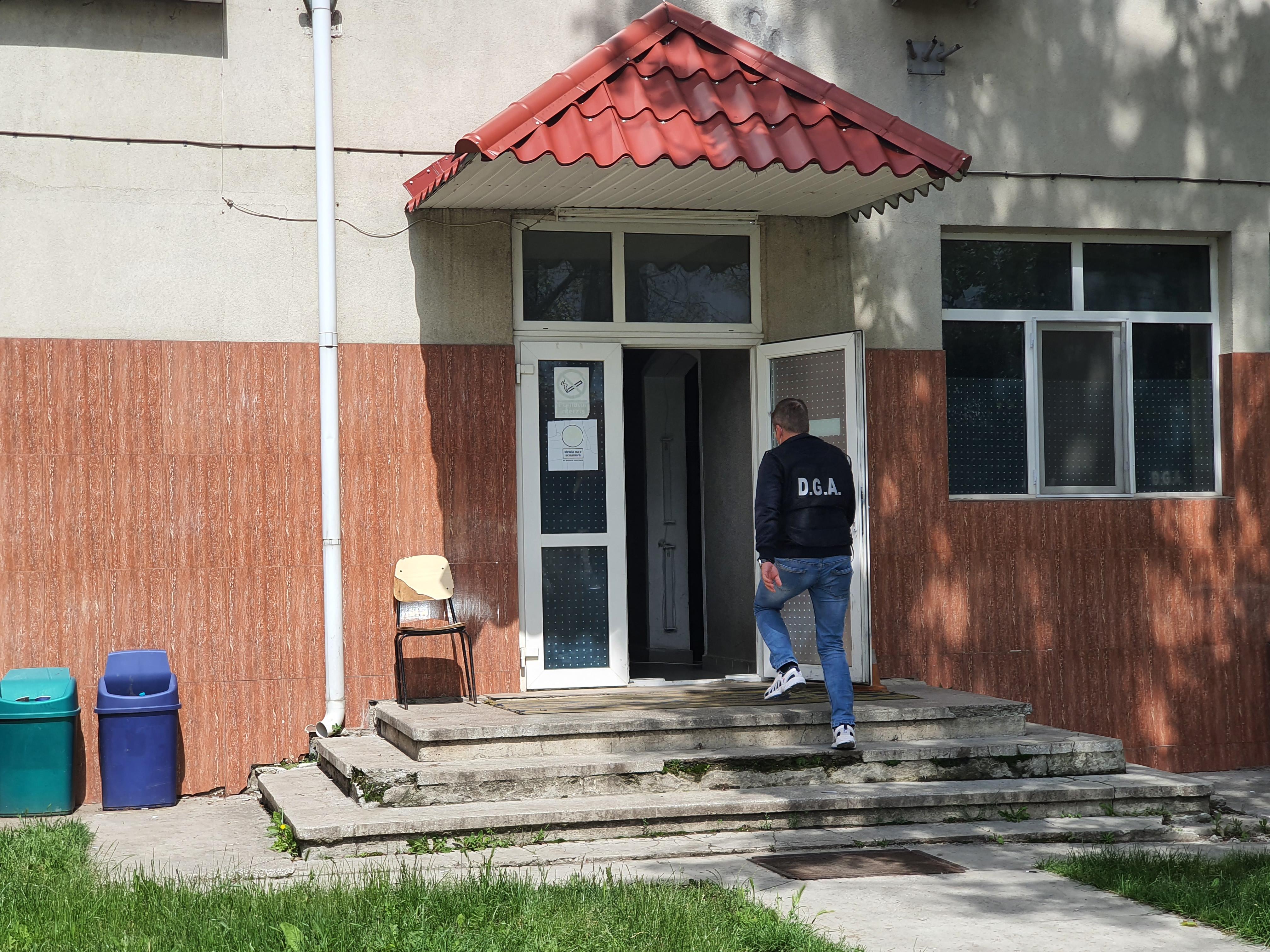 Un ofițer și șapte agenți au fost arestați în urma unei decizii a Tribunalului Suceava