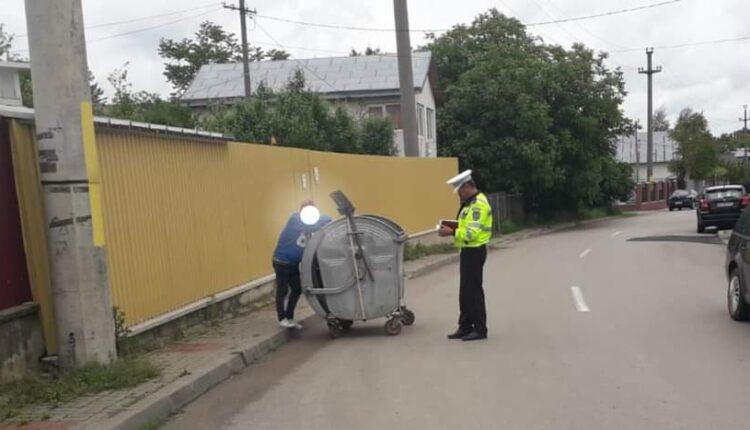 Tânăr surprins când sustrăgea un eurocontainer de gunoi menajer