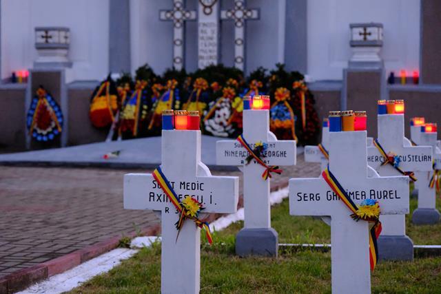 VIDEO/FOTO    Social democrații au aprins candele tricolore la mormintele ostașilor români