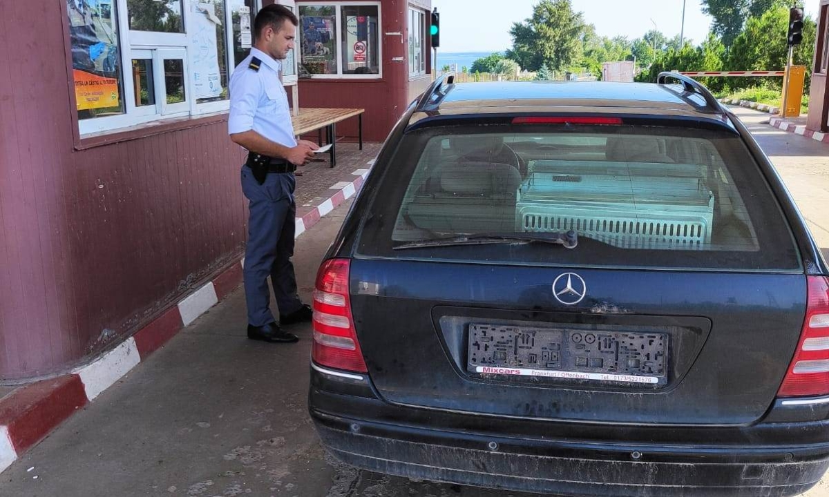 A încercat să părăsească România cu un auto radiat din circulaţie