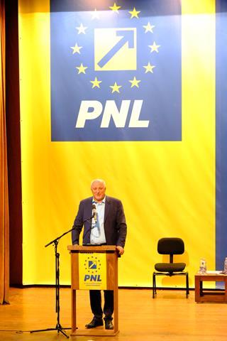 """VIDEO/FOTO  Costel Șoptică, președintele organizației PNL Botoșani: """"Sunt bucuros că am câștigat. Recunosc. Dar de acum gata. Suntem o echipă"""""""