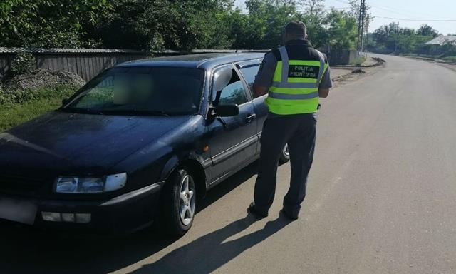 A încercat să intre în România la volan, fără a avea permis de conducere