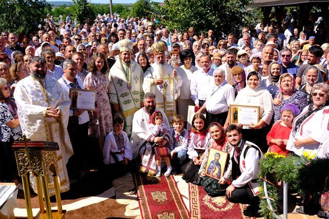 VIDEO /FOTO  Zi de mare  bucurie duhovnicească pentru enoriașii din localitatea Dealu Mare, Dorohoi