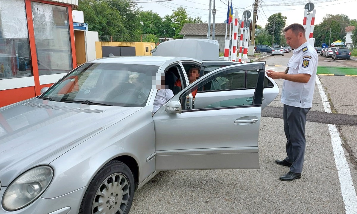 Preschimbarea permisului de conducere valabil cu unul fals costă cât o lucrare penală