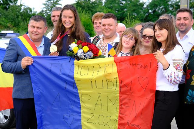 VIDEO/FOTO    Campioana Olimpică, Simona Radiș a ajuns acasă, la Avrameni