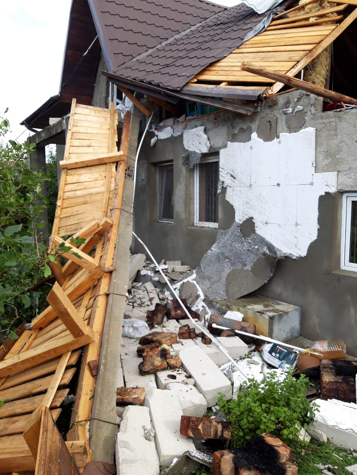 VIDEO/FOTO  Pagube însemnate la Saveni în urma furtunii