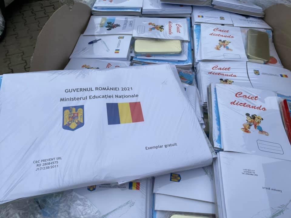 A început distribuirea rechizitelor școlare pentru copiii defavorizați