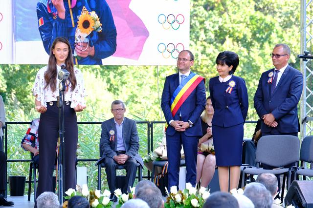 VIDEO/FOTO   Spectacol de gală în Codrii lui Eminescu! Botoșaniul a omagiat EXCELENȚA