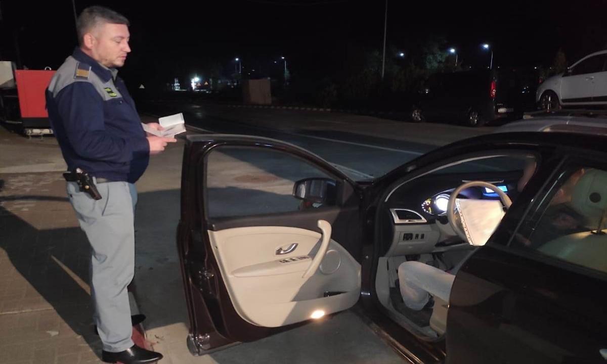 Autovehicule radiate din circulație,  oprite la frontiera cu Republica Moldova