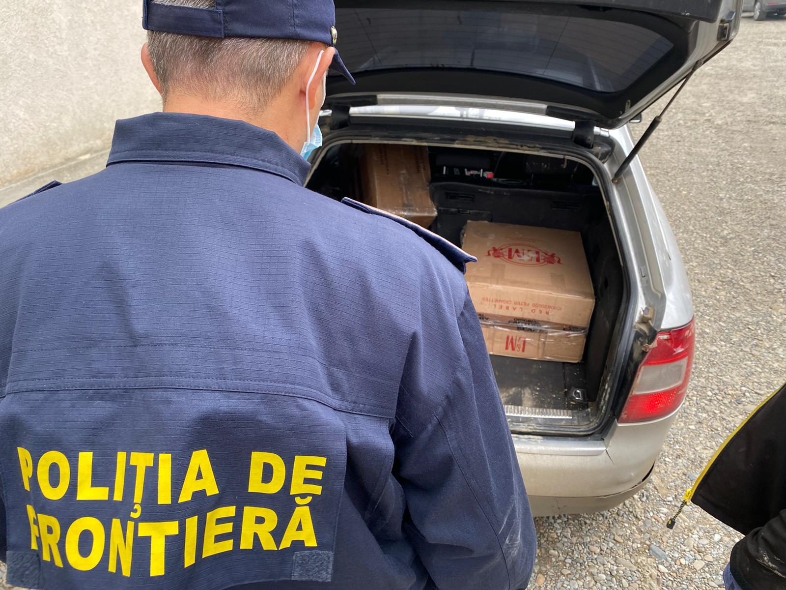 Cărăuşi de ţigări de contrabandă opriţi în trafic de poliţiştii de frontieră