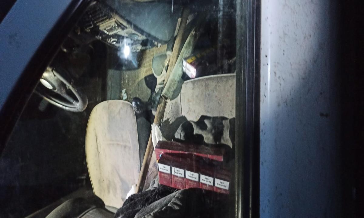 Mii de ţigarete de contrabandă depistate în urma unui denunţ