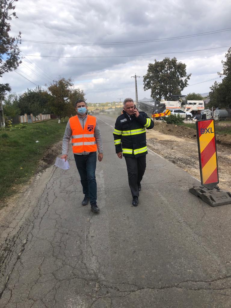 Noile termene ale modernizării DN 28B Târgu Frumos-Botoșani comunicate de constructori prefectului Dan Nechifor