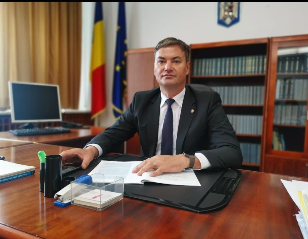 """Dan Șlincu: """"Profesorii și angajații din învățământ au fost permanent umiliți de guvernanții Dreptei, fiind printre categoriile profesionale cel mai prost plătite!"""""""