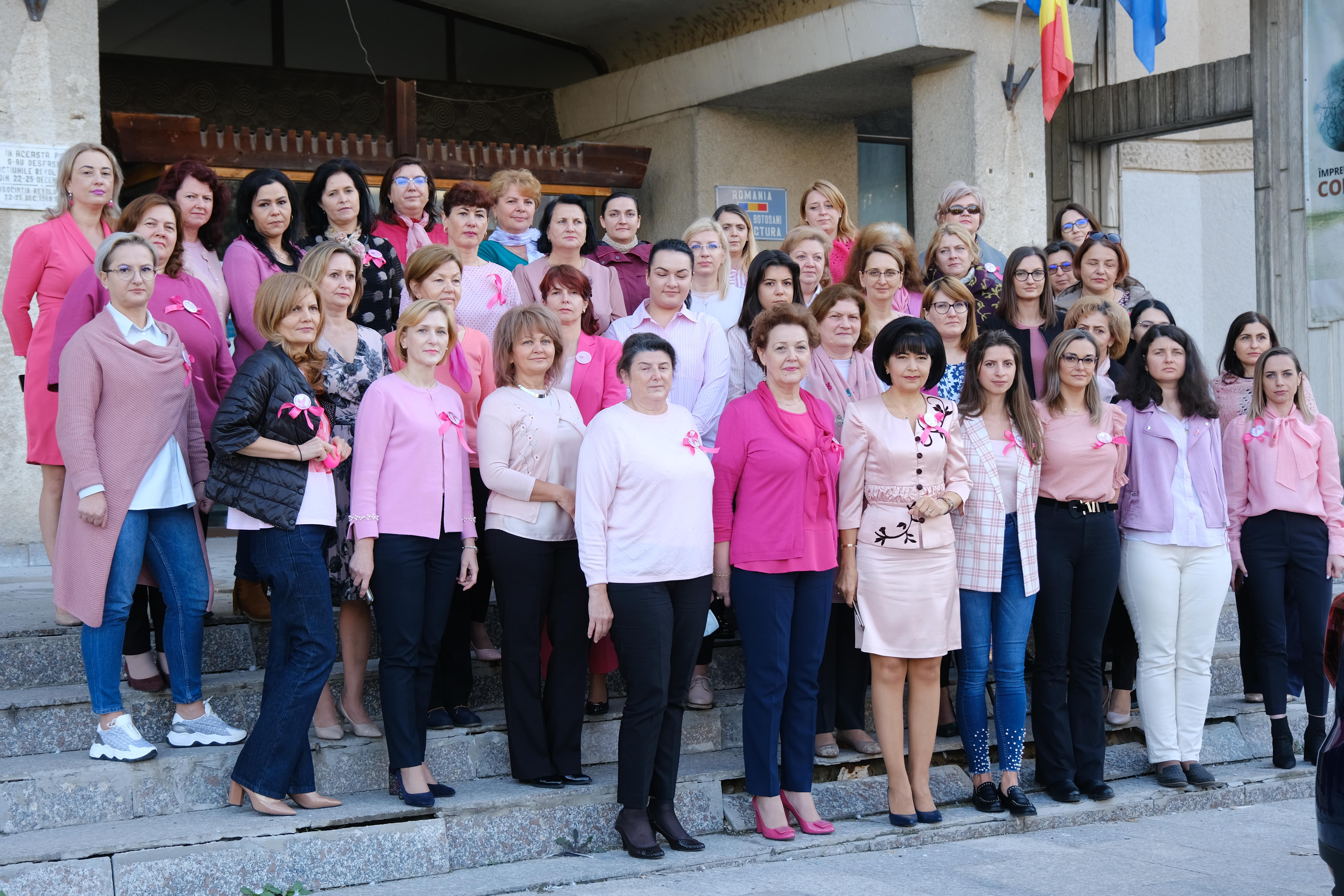 VIDEO/FOTO   Ziua Internațională a luptei împotriva cancerului de sân a fost marcată de angajații Consiliului Județean Botoșani și instituțiile subordonatee